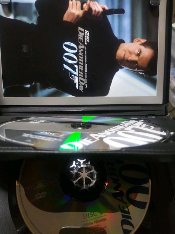 Die Another Day 007 dvd special edition e6a784b1-a3f4-4237-994c-ce3ffffaa759