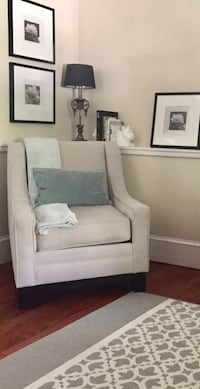 Upholstered chair great condition  Moorestown, 08057