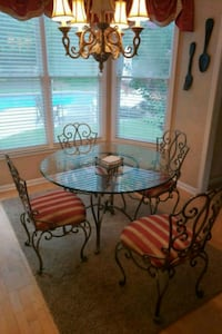 Glass kitchen table and chairs Johns Creek