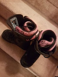 black-and-pink snowboard boots size 6.5 Pickering, L1V 2V3