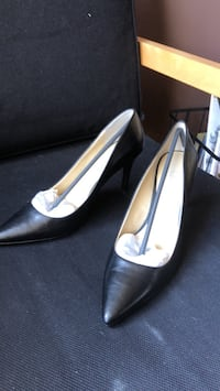 pair of black leather pointed-toe heeled shoes Laval, H7L 4C1