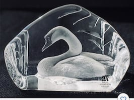 Sweden Crystal - Mats Jonasson Artist, Swan Paperweight Medium