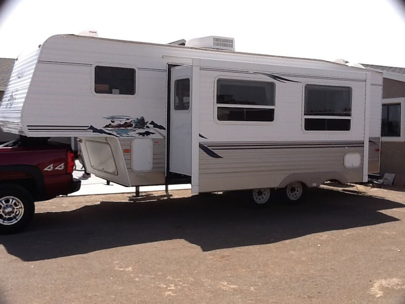 2006 Keystone Springdale 5th wheel 98428ae5-a50f-4e52-be7f-0fcaebbf43ce