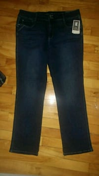 New with tags blue denim straight cut jeans Montreal, H8T