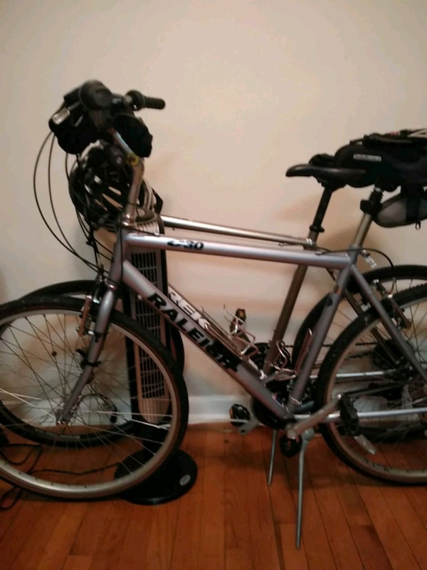 gray and black hard tail mountain bike