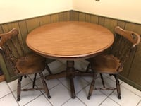 42' Round Table w leafs and 4 Chairs