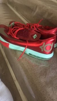 Size 13 perfect condition kd