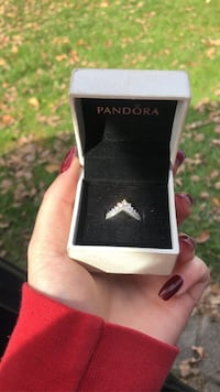Pandora ring size 8  Burlington