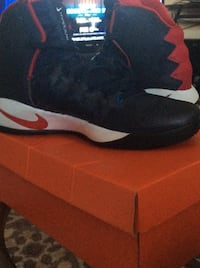 Pair of red-and-black nike basketball shoes Mount Prospect, 60056