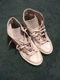 Cream casual old navy mid tops 4 time wear Barnwell, 29812