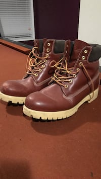 Timberland - looking boots  Delta, V4C 4A5