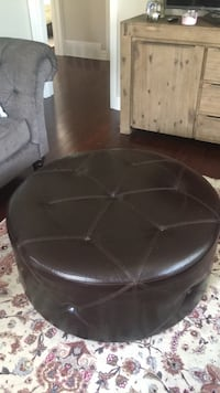 black leather padded rolling chair Markham, L3T 1R5