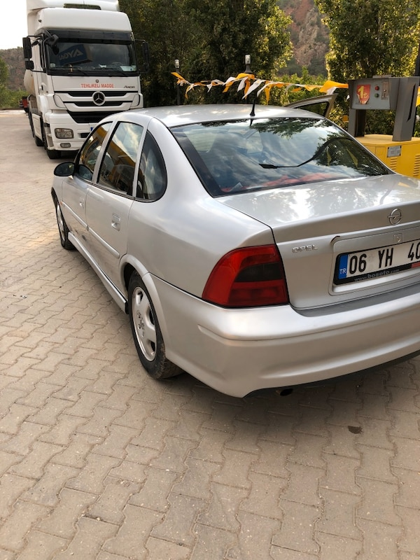 2000 Opel Vectra 2.0I CD 2