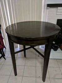table with 4 high chairs  Woodbridge, 22192