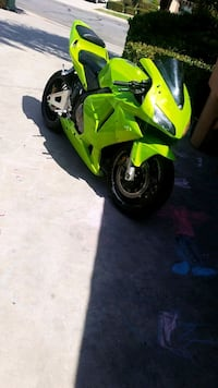 green and black sports bike Bakersfield, 93306