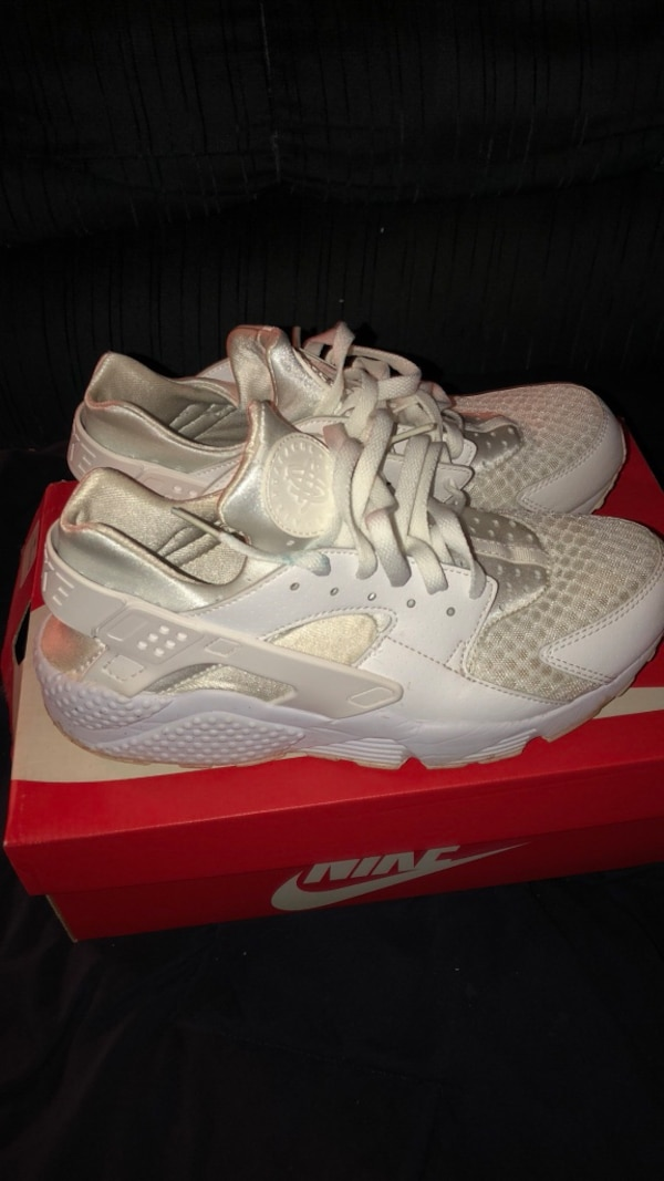 1ebc3e55f8112 ... Used pair of white Nike Huarache shoes with box for sale in
