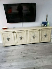Credenza buffet Mississauga, L5A 3X2