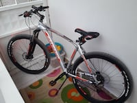 gri ve turuncu Salcano hardtail bike
