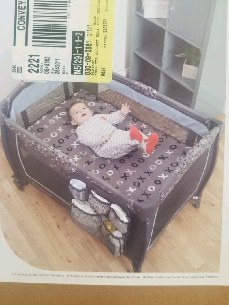 Photo Pack and play crib