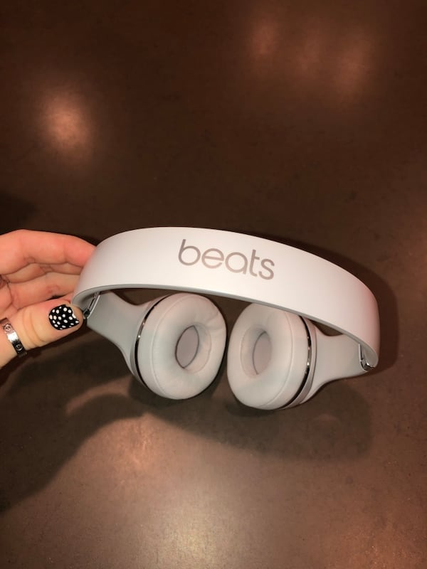 Beats Solo3 Wireless Headphones a060edc2-1bc4-497e-83f0-a553b2276442