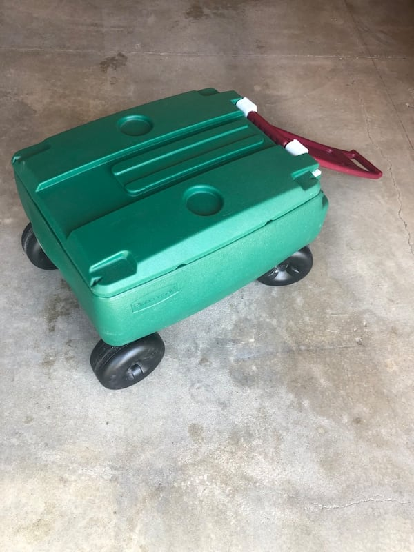 Rubbermaid Green 4 Wheeled Very Large Pull Handle Cooler d00bdc69-4121-43e5-bd2c-96dc8670d24c