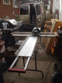 Siding table with saw
