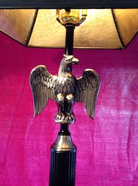Elegant, classic American desk lamp, cast iron Aerican Eagle decorated, excellent condition Showroom sample discounted to just $25.00 PRICE IS FIRM , NO COUNTEROFFERS CONSIDERED PLS
