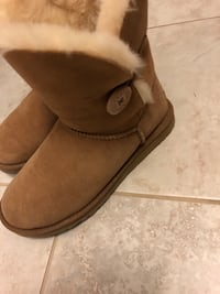 Bailey Button Uggs Chestnut Size 8 Vaughan, L6A