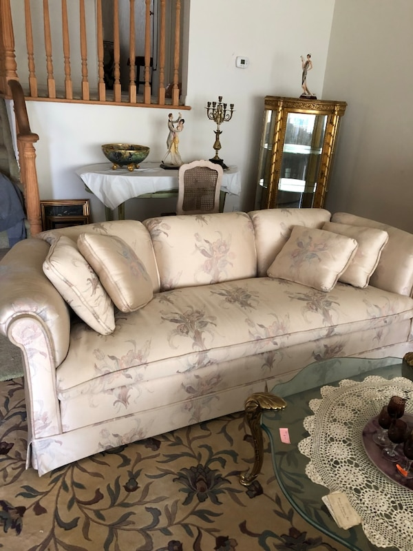 Sofas A Pair Of Drexel Heritage Hardly Used Excellent Condition Clean