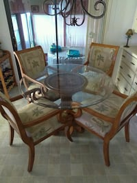 Table and 4 chairs Fort Pierce, 34951