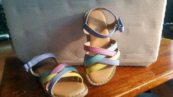 Oshkosh genuine kids girls sandals size 7