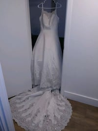 Gorgeous wedding gown size 10