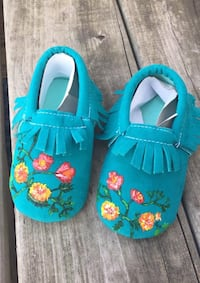 Flower hand painted moccasins  Omaha, 68136
