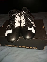 Under armor black/white spotlight soccer cleats -size 9.5/Never used/Perfect condition Mississauga, L5J 1V8