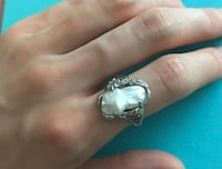 Silver and pearl ring: size 7 542 km