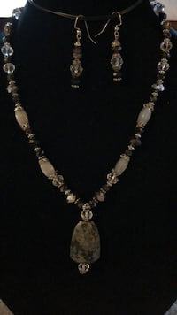 Costume jewellery necklace and earrings Smith-Ennismore-Lakefield, K0L