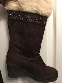 Brown Boots with faux fur  womens size 8 547 km