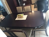 Dining room table expands to 9 feet with 8 chairs Laval, H7X 2Y6