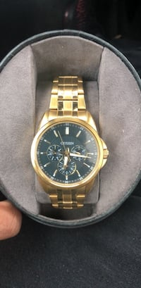 Round gold-colored chronograph watch with link bracelet Martinsburg, 25401