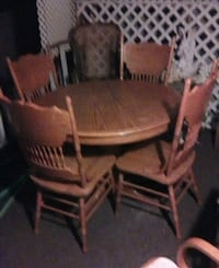 Table and 4 chairs Lancaster, 93536
