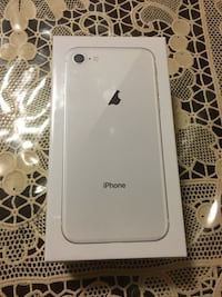 iPhone 8 in box Toronto, M3A 2S9