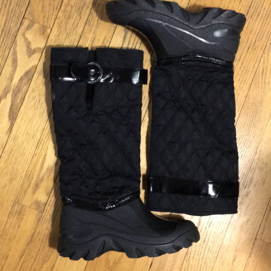 Stuart Weitzman Black Leather and Rubber All-weather rain and snow boots heavy duty size M