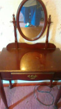 Brown  Cherry Wood Vanity Mirror. Florence, 29501
