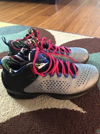 Womens jordan basketball shoes. NEVER worn (size 6.5 in men) St. Louis, 63137