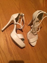 Le chateau beige high heels shoes size 6 London, N5Y 4K5