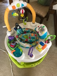 baby's white and green activity saucer Union, 07083