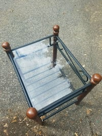 Glass Top End Table/side table excellent condition Bath, 18014