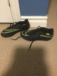 Hypervenon nike indoor soccer shoes (size 5.5) very good condition East Gwillimbury, L0G 1V0