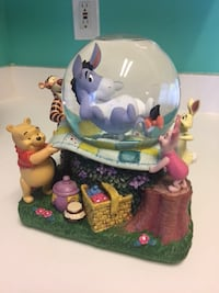 Disney collector snow globe,Eeyore blanket party Chantilly