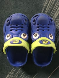 blue-and-yellow rubber clogs 温哥华, V5N